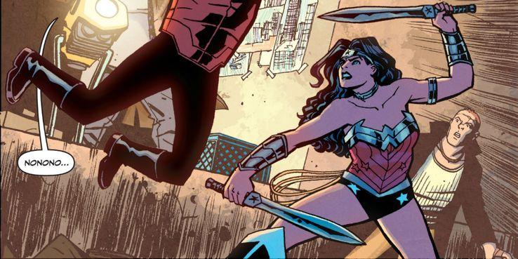 wonder woman first makes her swords - Veinte armas DC que podrían herir o matar a Superman