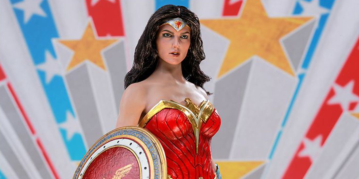 New Wonder Woman Hot Toys Figure Puts Gal Gadot in Comic Costume