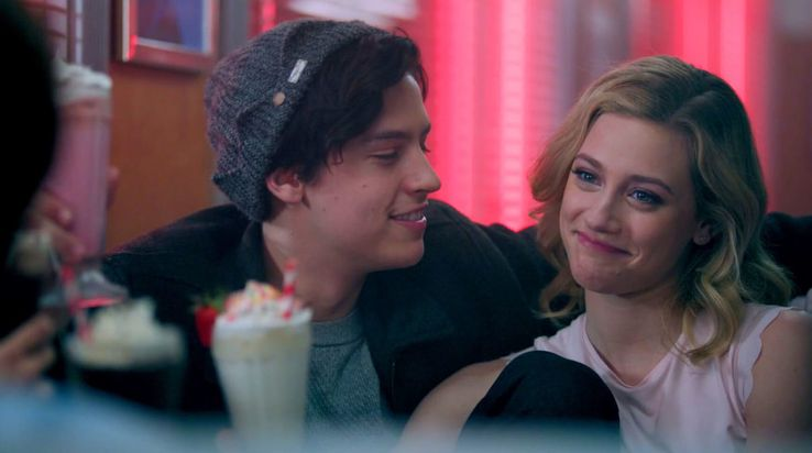 10 Ways Riverdale's Betty & Veronica Outshine Their Comic Book