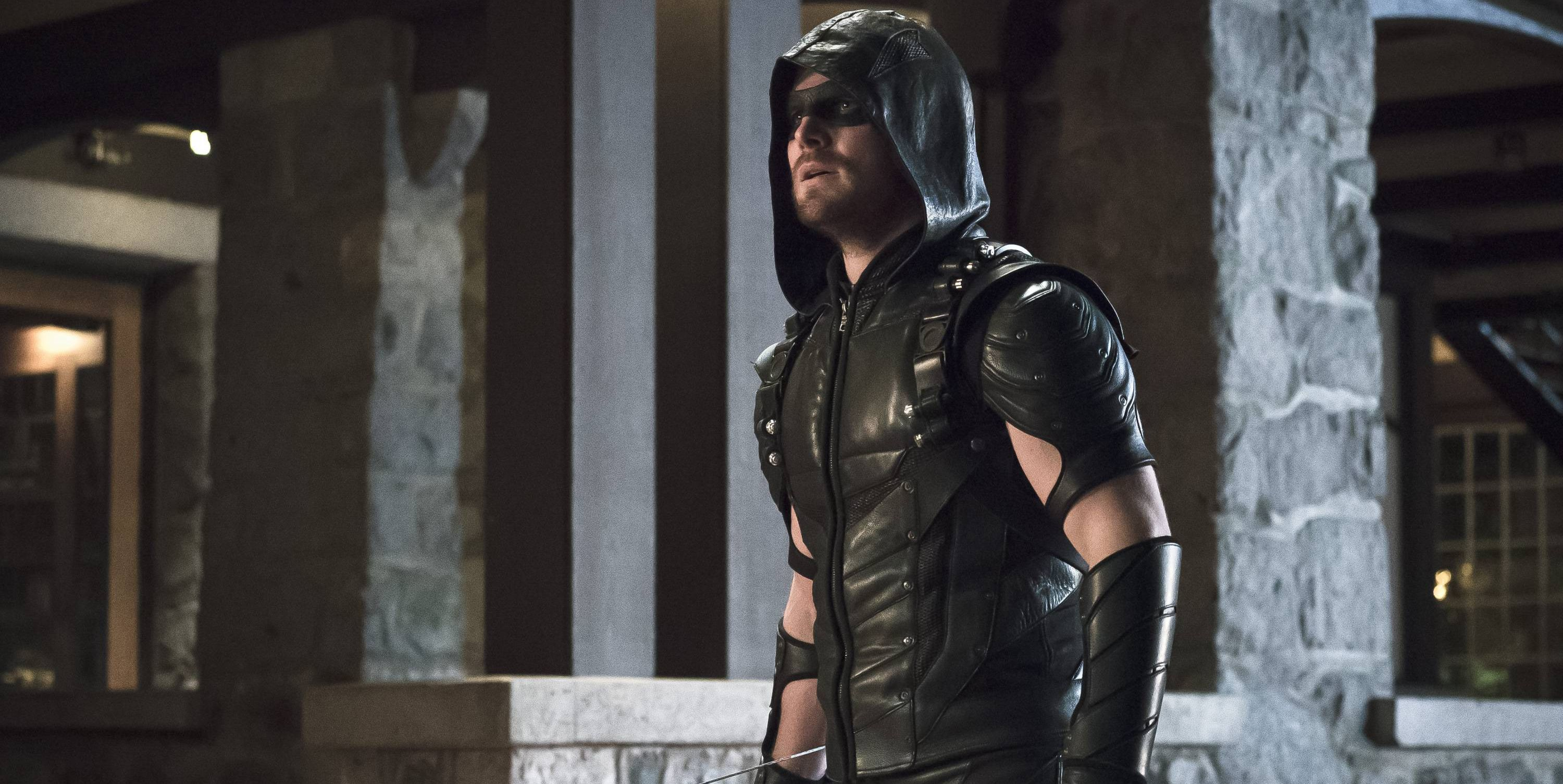 Stephen Amell Reacts to Final Arrow Poster with Game of Thrones GIF