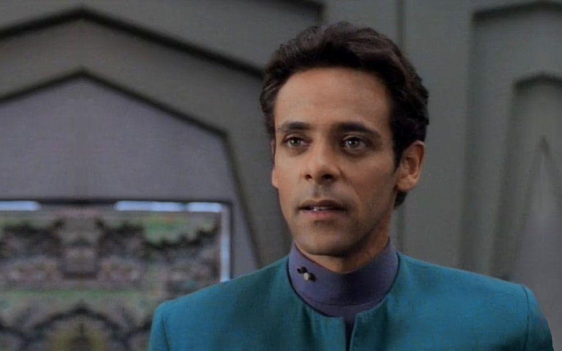 Alexander Siddig do Deep Space 9 em Voltando ao Sci-Fi em Skylines 2