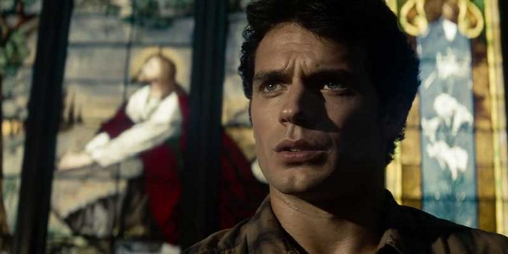 Clark Kent Superman Man Of Steel In Front Of Stained Glass Jesus Christ Window - 10 formas en que Zack Snyder cambió a Superman